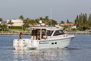 2019 CUTWATER C-302 COUPLE LUXURY EDITION Photo 1
