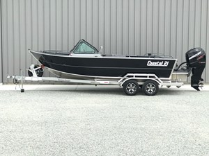2018 Rogue Boatworks Coastal 21 Outboard Model Photo 1