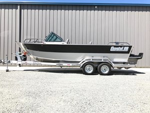 2018 Rogue Boatworks Coastal 22 Outboard Model Photo 1
