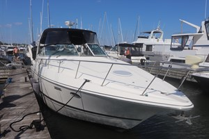 2005 Cruisers yachts 370