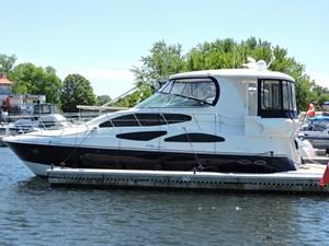 2006 Cruisers Yachts 455 Express Motor Yacht