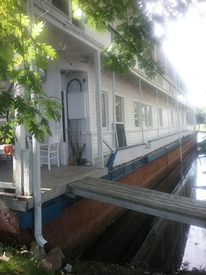 1913 1913 106′ x 21′ Historic Houseboat - Project boat
