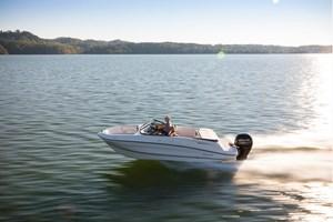 2021 Bayliner VR5 Bowrider - Outboard