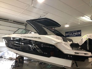 2021 Cruisers Yachts 338 Outboard