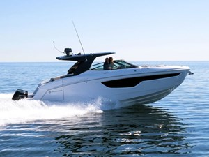 2021 Cruisers Yachts 38 GLS Outboard
