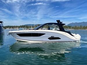 2022 Sea Ray Sundancer 370 Coupe Outboard