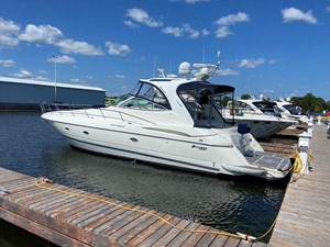 2004 Cruisers Yachts 440 Express (diesel)