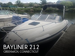 2004 Bayliner 212