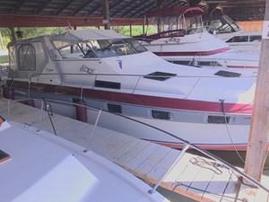 1986 Cruisers Yachts 3360 Esprit