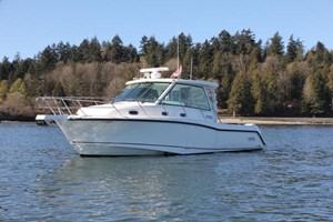 2017 Boston Whaler 345 Conquest