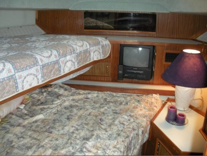 1987 Sea Ray 410 Aft Cabin Photo 9 of 20