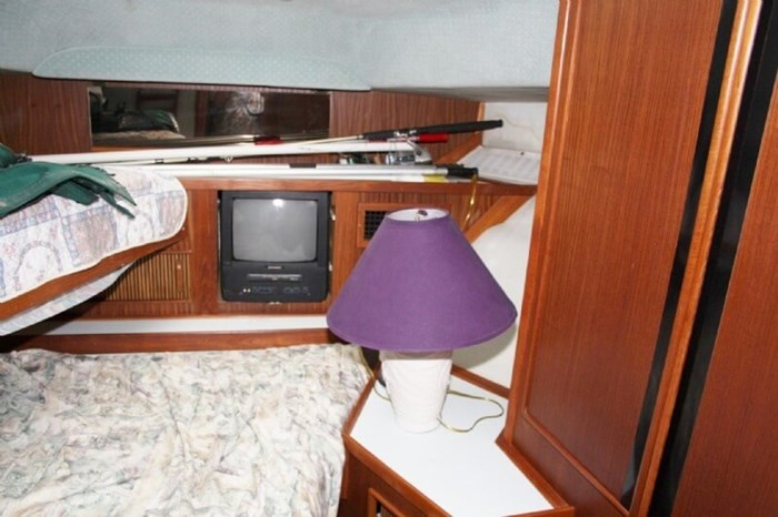 1987 Sea Ray 41 Aft Cabin Photo 16 sur 20