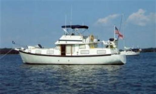 1985 Schucker Trawler /Sailboat hull Photo 1 of 10