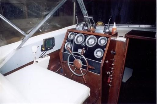 1964 Chris-Craft Chris Craft Corinthian Express Cruiser Photo 7 of 11