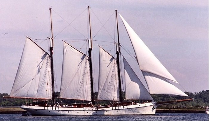 1982 Custom Built 203' Steel Tall Ship - FOR CHARTER Photo 1 sur 7