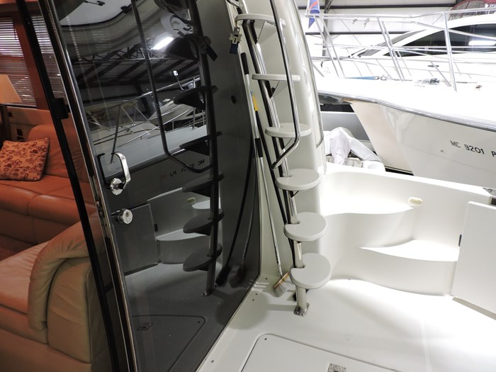 2005 Carver 530 Voyager Skylounge Photo 10 of 92
