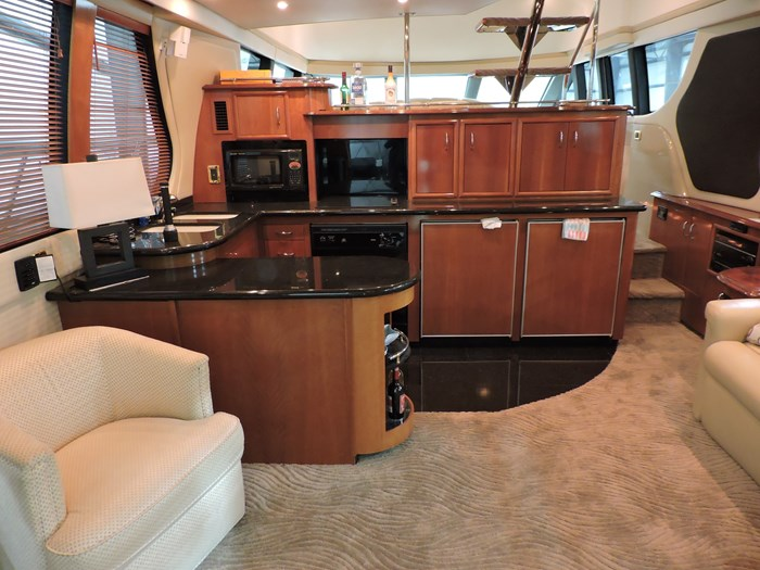 2005 Carver 530 Voyager Skylounge Photo 14 of 92