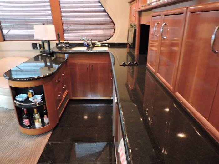 2005 Carver 530 Voyager Skylounge Photo 16 of 92