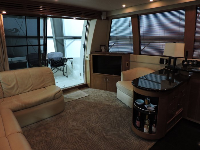 2005 Carver 530 Voyager Skylounge Photo 17 of 92