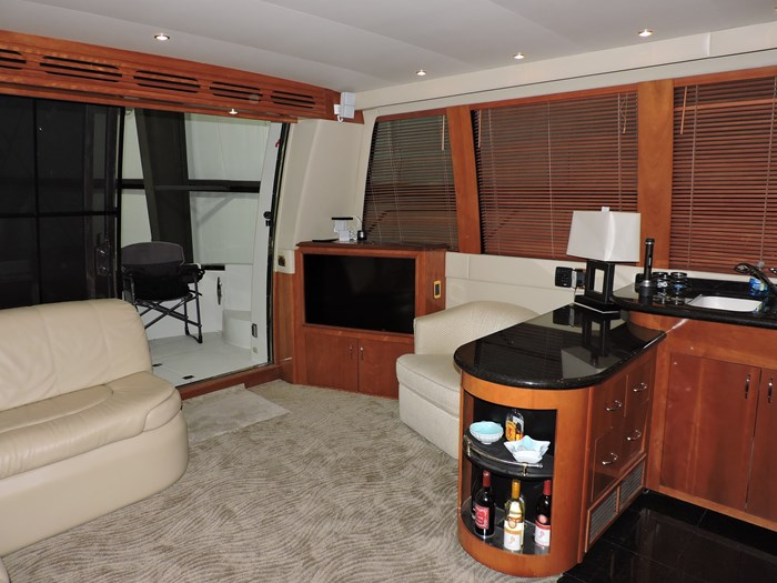 2005 Carver 530 Voyager Skylounge Photo 18 of 92