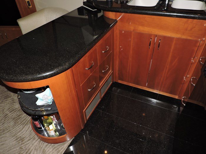 2005 Carver 530 Voyager Skylounge Photo 19 of 92