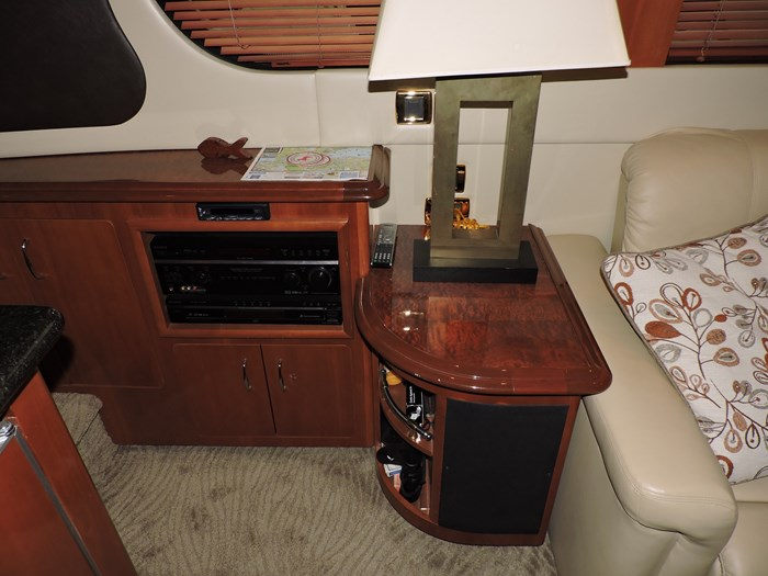 2005 Carver 530 Voyager Skylounge Photo 22 of 92