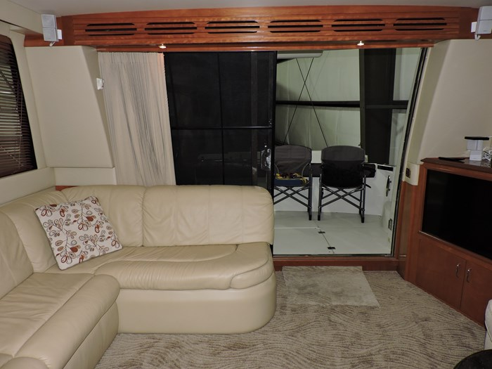 2005 Carver 530 Voyager Skylounge Photo 23 of 92