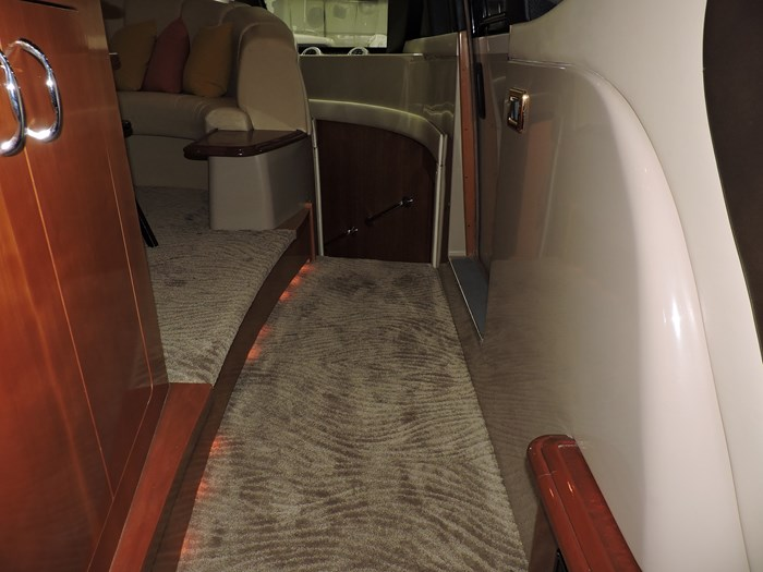2005 Carver 530 Voyager Skylounge Photo 25 of 92
