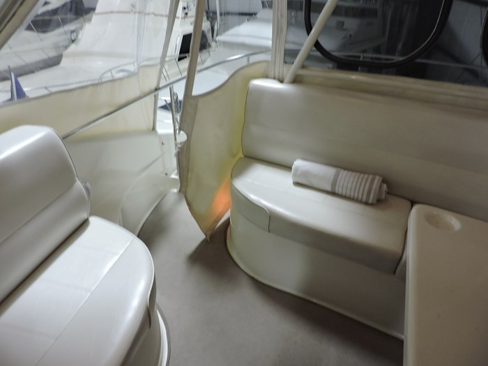 2005 Carver 530 Voyager Skylounge Photo 34 of 92