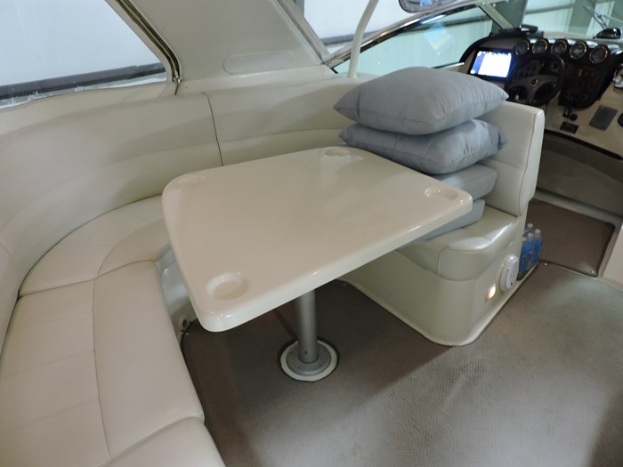 2005 Carver 530 Voyager Skylounge Photo 35 of 92