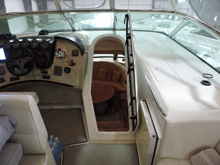 2005 Carver 530 Voyager Skylounge Photo 39 of 92