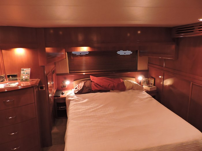 2005 Carver 530 Voyager Skylounge Photo 49 of 92