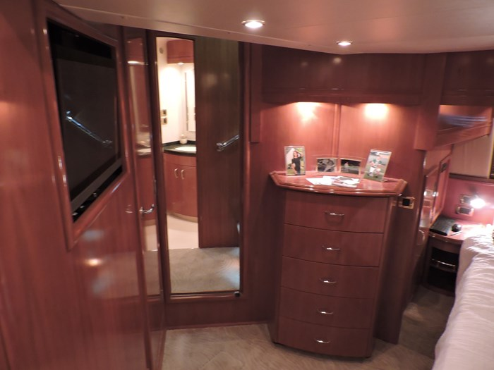 2005 Carver 530 Voyager Skylounge Photo 50 of 92