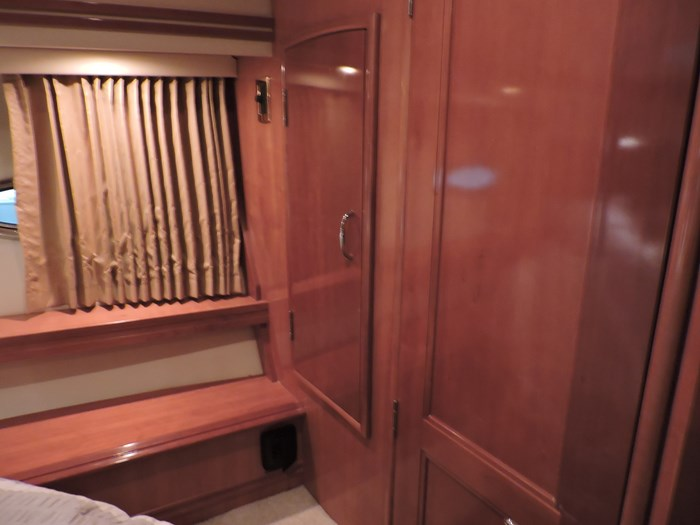 2005 Carver 530 Voyager Skylounge Photo 58 of 92