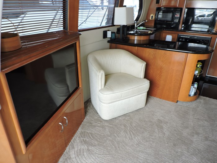 2005 Carver 530 Voyager Skylounge Photo 22 of 130
