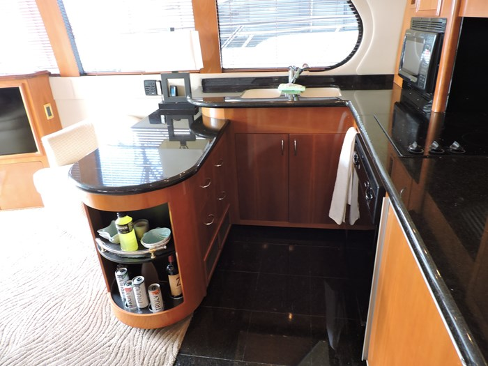 2005 Carver 530 Voyager Skylounge Photo 24 of 130