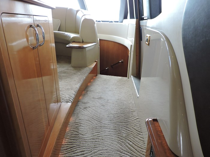 2005 Carver 530 Voyager Skylounge Photo 41 of 130