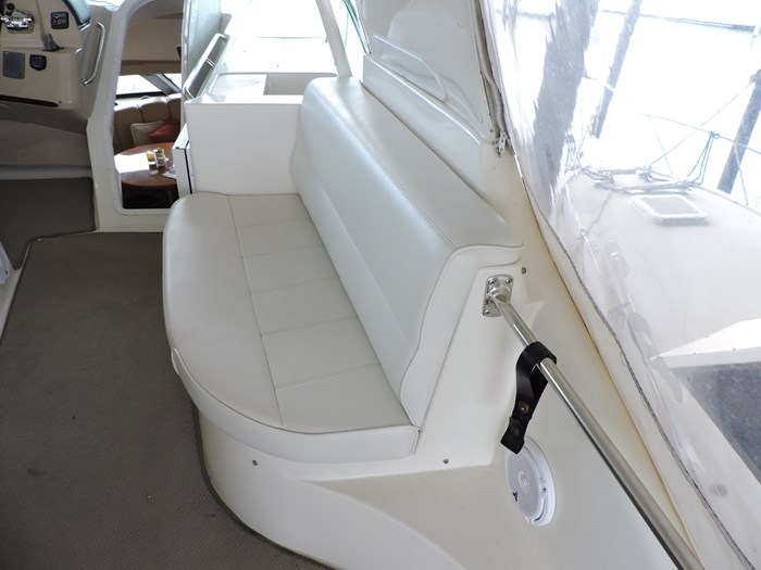 2005 Carver 530 Voyager Skylounge Photo 59 of 130