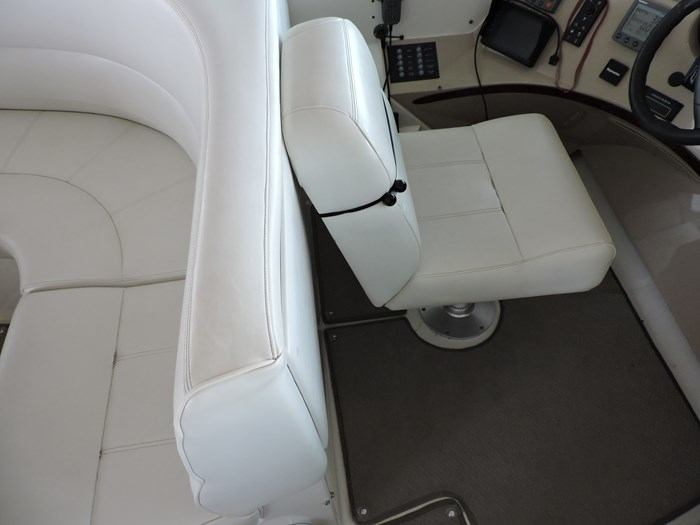 2005 Carver 530 Voyager Skylounge Photo 69 of 130
