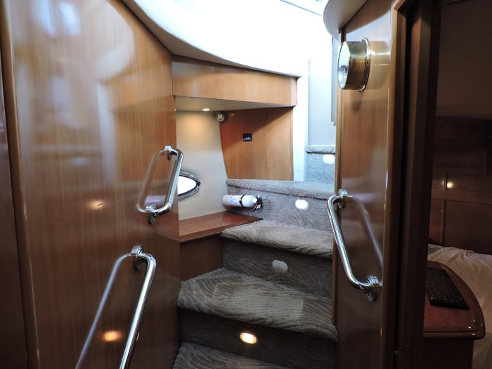 2005 Carver 530 Voyager Skylounge Photo 74 of 130