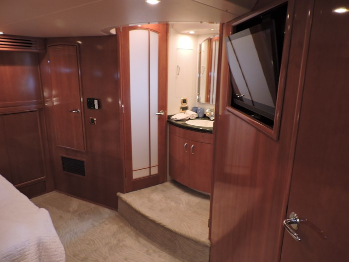 2005 Carver 530 Voyager Skylounge Photo 76 of 130