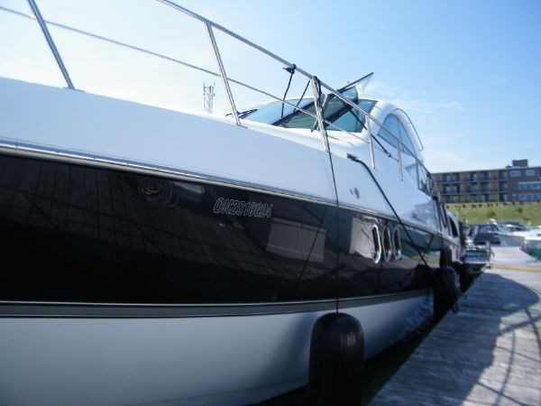 2010 Cruisers Yachts 520 Sport Coupe Photo 9 of 81