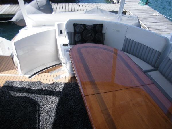 2010 Cruisers Yachts 520 Sport Coupe Photo 13 of 81