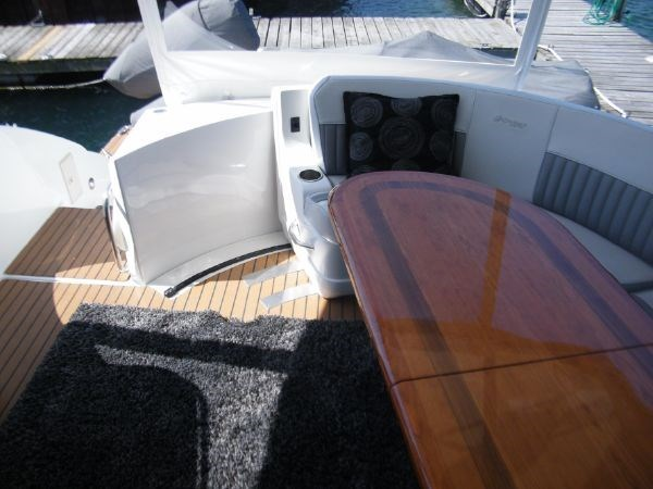 2010 Cruisers Yachts 520 Sport Coupe Photo 14 of 81