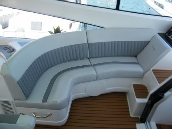 2010 Cruisers Yachts 520 Sport Coupe Photo 32 sur 81