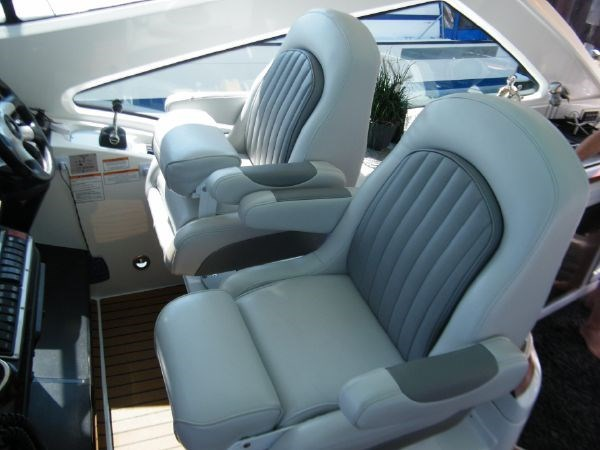 2010 Cruisers Yachts 520 Sport Coupe Photo 33 sur 81