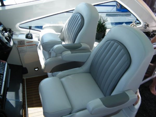 2010 Cruisers Yachts 520 Sport Coupe Photo 34 sur 81