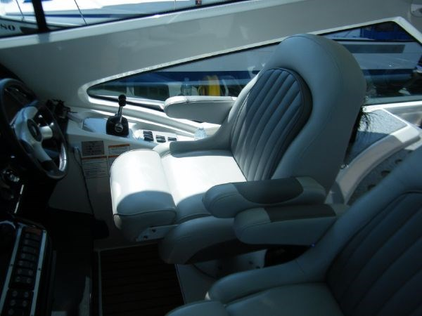 2010 Cruisers Yachts 520 Sport Coupe Photo 35 sur 81