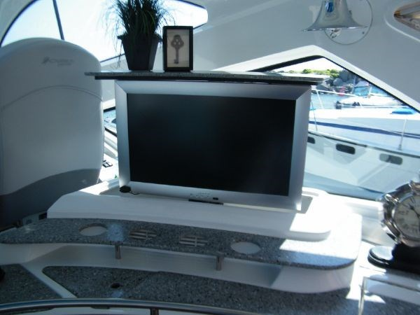 2010 Cruisers Yachts 520 Sport Coupe Photo 40 sur 81