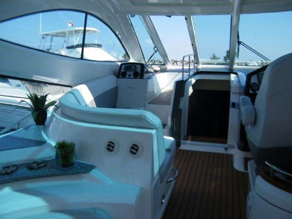 2010 Cruisers Yachts 520 Sport Coupe Photo 46 sur 81